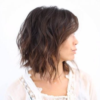 long choppy wavy bob with discreet features