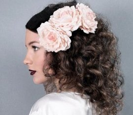 medium curly hairstyle with tresses plants